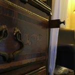 dettagli antica ribalta intarsiata, camera Liquiritiam