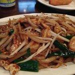 Shrimp with tapioca noodles. Lort cha.