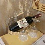 приветственная бутылка вина в номере