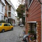 улица, на которой отель расположен