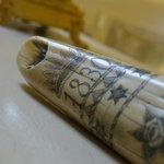 dettaglio incisione su corno in avorio, Suite Zingiber