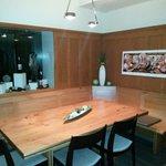 Der Stammtisch aus Birnenholz