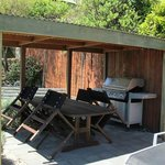 BBQ area at the Lakeview Motel