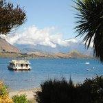 Aview of Lake Wanaka & mountain backdrop - idylic