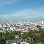Вид на город от бассейна