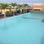 酒店的屋顶是游泳池
