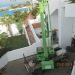 The crane in full capacity