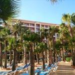 hotel visto desde la piscina