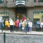 Die erste Österreichische Reisegruppe vor dem Hotel