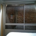 Finestra con vista sul muro