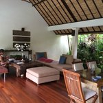 Villa 4 lounge