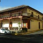 Lindo hotel Plaza Colon en el corazon de la ciudad de Granada.