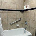 tub/shower unit