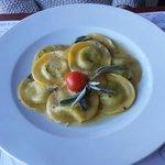 Pasta mit Bärlauch und frisch Käse und Salbei