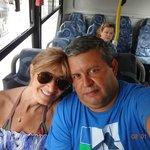 Camino a Larangeiras en ómnibus de línea. Si ya lo hiciste en barco y teleférico , mucho mas bar