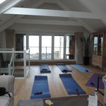 Enough space in Slipway's living room for a stretching class !