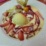 Gratin de fraises , crème glacée a la vanille