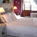 Reminisce Room with queen bed