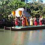 a very nice canoe show