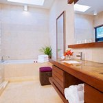 Las Verandas Bath