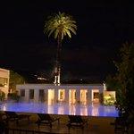 Het verwarmde zwembad & restaurant 'Pergola'