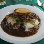 oeufs en meurette à la bourguignonne toast au foie gras de canard