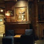 Salon Bar