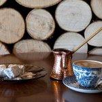 παραδοσιακος ελληνικος καφες με λουκουμακι
