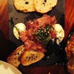Tartar de atún con mayonesa de sésamo