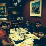 Foto en familia de una gran cena.