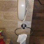 Téléphone dans la salle de bain / Chambre 309 -  8 février 2014.