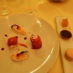 Tarte Tatin et crème fouettée poudrée de biscuit rose