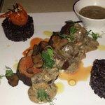 Muschi de vita Hugo(orez negru,sos de trufe)
