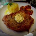 Entrecôte charolaise (environ 250gr), beurre maitre d'hotel