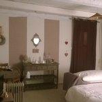 Une décoration en accord avec le style de la chambre.