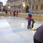 Ringue de patinação em frente ao Hotel de Ville