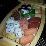 Barca mista di sushi