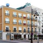 Fachada principal del Hotel Los Habaneros