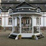 Gloriette/Pavillon im Hof des Nebengebäudes