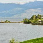 Uitzicht vanaf terras op het Hardangerfjord