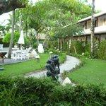 Jardim na área das piscinas