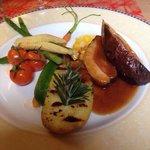 Filet d oie , jeunes légumes .