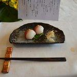 コースのしめくくりは紅白手毬寿司