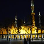 Grote moskee bij avond.