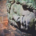 Голова Медузы Горгоны, таких там две, вторая вверх головой стоит.