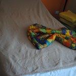 Каждый день были узоры на кроватях :)