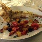 Rana pescatrice con pomodorini e olive