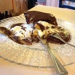 Mille sfoglia affogate al cioccolato,la foto non rende...enormi!!!