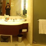 Deluxe Suite Bathroom (Room 2506)