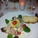 Salade de calamars à la Sicilienne avec pain maison croustillant et chaud. Mmmmmh !